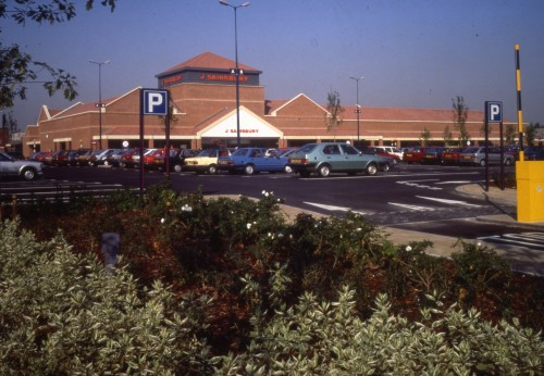 Image of the exterior and car park at Ealing Road, Alperton branch